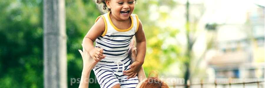 padres fomentan autoestima en la infancia de sus hijos